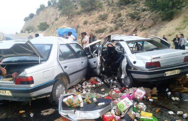 خبرنگاران تصادف در مهریز یک کشته و هشت زخمی برجا گذاشت